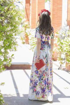 Vestido largo flores Eturel con tocado de Masario