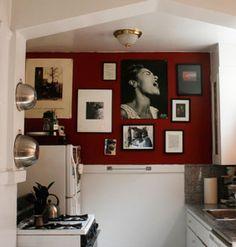 #decoração A parede-galeria exprime a personalidade do morador. Confira 29 ideias para sua parede e inspire-se:  http://bbel.me/1pmKbQj.