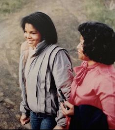 Janet and Mother Katherine Jackson Family, Janet Jackson, Michael Jackson, Cool Pictures, Cool Photos, The Jacksons, He's Beautiful, Love Him, Superstar