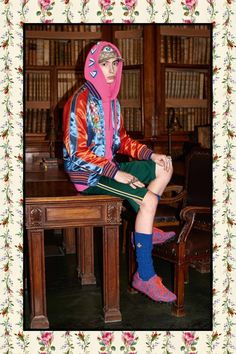 Gucci Pre-Fall 2017 - Gucci Menswear - Ideas of Gucci Menswear - Alessandro Michele unveiled his pre-Fall 2017 collection for Gucci. Dope Fashion, Colorful Fashion, High Fashion, Mens Fashion, Fashion Outfits, Beatnik Fashion, Gucci Pre Fall 2017, Gucci 2017, Alessandro Michele