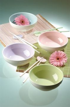 Today is Thursday and it's the perfect day to see the best white lighting pieces for your home décor! Deco Pastel, Pastel Decor, Pastel Colors, Breakfast Tea, White Light, Decoration, Good Things, Plates, Canning