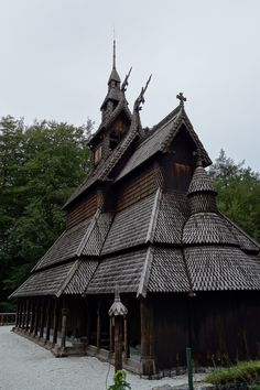 stave (wooden) church in bergen Russian Architecture, Wood Architecture, Historical Architecture, Amazing Architecture, Casa Viking, Bergen, Viking Village, Chateau Medieval, Black Church
