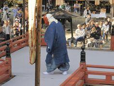 【一切経会】平成24年5月5日、寒河江市慈恩寺の一切経会での舞楽奉奏。写真は『二の舞』②です。