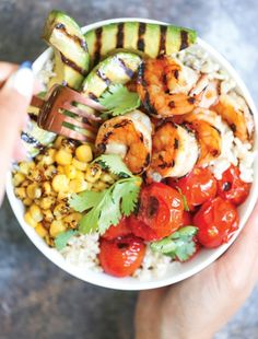 Grilled Honey Garlic Shrimp Bowls - So quick and easy! And that honey garlic sauce is AMAZING! No grill? You can easily saute this on a pan in minutes! Top Recipes, Fish Recipes, Seafood Recipes, Cooking Recipes, Healthy Recipes, Seafood Meals, Dinner Recipes, Fresco, Garlic Shrimp