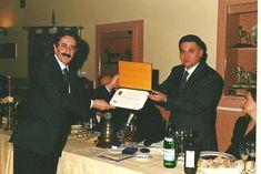 Il Presidente Dr. Raimondo VILLANO conferisce l'alta onorificenza rotariana Paul Harris Fellow al Dr. Piero RENZULLI, già Consulente per la Sicurezza dell'ONU e Responsabile per l'EST-Africa della FAO (2000).