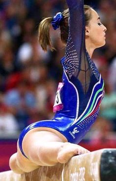 18 Amazing Pictures Of Gymnasts Taken At Just the Right Time! Gymnastics Pictures, Sport Gymnastics, Artistic Gymnastics, Gymnastics Leotards, Gymnastics Routines, Gymnastics Poses, Will Turner, Gymnastics Flexibility, Olympic Swimmers