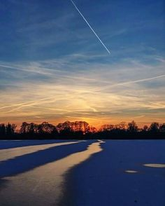 HANNOVER Maschsee Lake Hanover Germany  Winter Eis und zugefrorener See