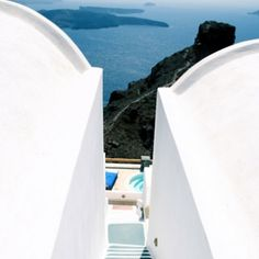Santorini, Strange Beauty