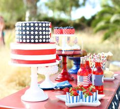 American Flag cake bySugar and Sunshine Cakes