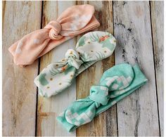 Shelly from Coral & Co. shows how you can make easy knot bow headbands for baby and toddler. They're made from knit fabric so they'll stretch to fit and stay snug on the head. They…
