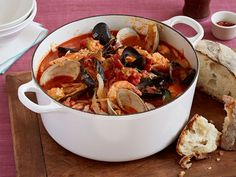 Giada De Laurentiis' Cioppino, an Italian-American fisherman's stew, is a lighter alternative to heavy holiday meals, from Everyday Italian on Food Network. Italian Seafood Stew, Seafood Soup, Seafood Recipes, Soup Recipes, Dinner Recipes, Cooking Recipes, Seafood Cioppino, Mussel Recipes, Clams Seafood