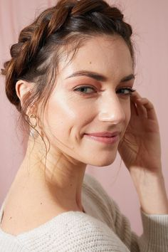 21 Easy Hairstyles for Greasy Hair You Can Wear At Home