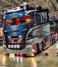 366 To se mi líbí, 0 komentářů – Kamionos György (@k.gyorgy76) na Instagramu Customised Trucks, Custom Trucks, Custom Cars, Cool Trucks, Big Trucks, Scania V8, Toyota Hiace, Heavy Truck, Mans World