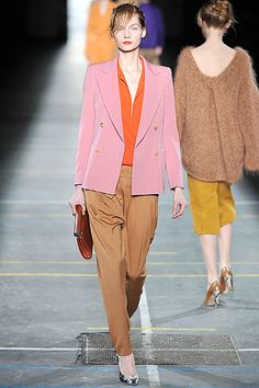 Dries Van Noten Fall 2009 Ready-to-Wear Collection Slideshow on Style.com