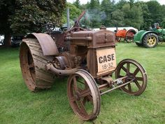Antique Tractors, Vintage Tractors, Old Tractors, John Deere Tractors, Vintage Farm, Antique Cars, Old Farm Equipment, Heavy Equipment, New Holland