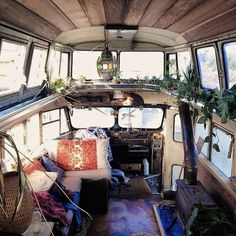 Gorgeous caravan .. Would love to have something like this in my future garden .. To make it a tiny yoga heaven :)