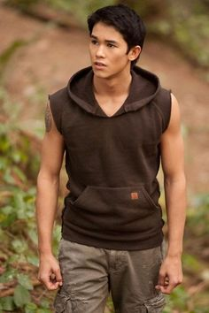 The Wolf Pack gets the spotlight with new stills from The Twilight Saga Breaking Dawn Part Booboo Stewart and Julia Jones are front. Twilight Wolf Pack, Die Twilight Saga, Twilight Series, Twilight Movie, Twilight Cast, Twilight Photos, Twilight Jacob, Vampire Twilight, Breaking Dawn
