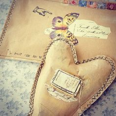 Rediscover the romance of handwritten correspondence with these darling paper heARTs and matching envelopes by mixed-media artist Connie Govea Stuart. Love what you see? You'll fall head over heels for our summer issue of Somerset Life! #stampington #somersetlife #papercrafting #mixedmedia