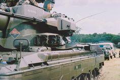 PRTL, uitlaad van de hulpmotor. De gereedschapskist aan het einde van de uitlaad was na een tijdje niet zonder handschoenen te openen, zo heet was die. Military Brat, Model Tanks, Was, Cheetah, Military Vehicles, Cool Cars, Netherlands, Armour, Train