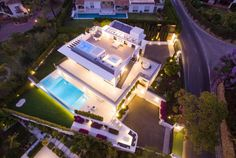 Modern Villa in Marbella Golden Mile Dream Home Design, House Design, Modern Villa Design, Casas Containers, Modern Architecture House, Modern House Plans, Open Plan Kitchen, Outdoor Entertaining, Private Pool