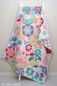 Tied with a Ribbon: Smitten Quilt - My English Paper Piecing Adventure - The final chapter!