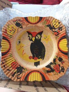 More fresh Halloween pins here. Halloween Plates, Retro Halloween, Vintage Halloween Decorations, Halloween Make, Halloween House, Halloween Cosplay, Holidays Halloween, Halloween Borders, Halloween Doodle