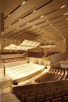 Perspectiva vertical. Auditorium Architecture, Theater Architecture, Auditorium Design, Interior Architecture, Floor Design, Ceiling Design, Theater Plan, Modern Church, Church Interior