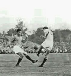 Yugoslavia 3 France 2 in 1958 in Vasteras. Tobor Veselinovic hits Yugoslavia 's 2nd goal in the Group 1 clash at the World Cup Finals.