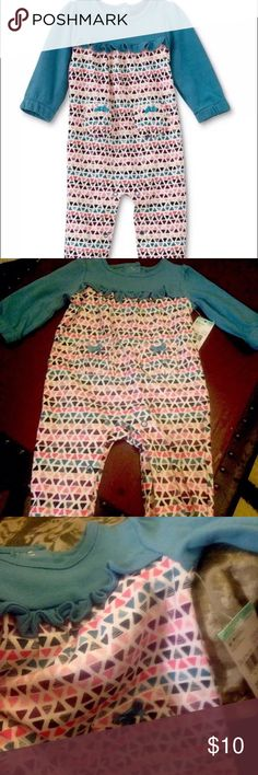 Adorable Infant Coveralls Outfit. Size 0- 3 Mo. NEW. Little Wonders Newborn / Infant Girl's Jumpsuit / Coverall. 0-3 mo.  Fits weight: 10-14.5 lbs Fits height: 22.5- 24 in.   Blue with Geometric Print. Snap closures. 100% cotton  Laundering : Machine wash. Tumble dry. Little Wonders One Pieces Bodysuits