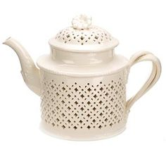 Creamware Teapot - Colonial Williamsburg - $219.00////....How does one make tea in a teapot like this?