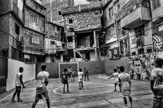 Fútbol callejero en barrio Tavares Bastos, Rio de Janeiro