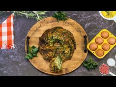 Traditional Czech Easter stuffing with stinging nettles and bacon – worth trying today! Bacon, Easter, Traditional, Chicken, Meat, Decoration, Food, Youtube, Dekoration