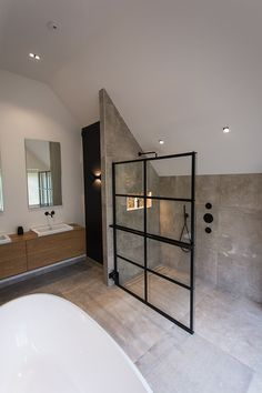 Bathroom Renos, Bathroom Interior, Shower Cabinets, Bathroom Color Schemes, Minimalist Room, House Inside, Bathroom Design Small, Bathroom Styling, Bathroom Inspiration