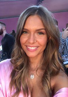 Le selfie de Josephine Skriver en backstage du défilé Victoria's Secret 2016