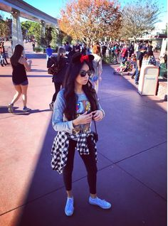 What People Wear To Disney Parks Around The World 21 Pinterest Disney World Outfits