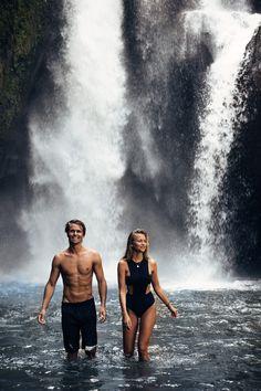 Exploring the waterfall in Ubud! I'm wearing a 5pm swimwear suit (here!) God morgon babes! Lite mer Bali-bilder, det tar liksom aldrig slut haha! Vi åkte till ett vattenfall en av dagarna, jag älskar vattenfall... Så häftigt och fint! Vi åkte till Tegenungan som ligger i Ubud, vi körde di