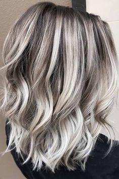 Platinum Blonde Hair Color, Blonde Hair Shades, Cool Blonde Hair, Cool Hair Color, Hair Colour, Platinum Blonde Highlights, Hair Color Highlights Blonde, Blonde Fall Hair Color, Balayage Hair Blonde Medium