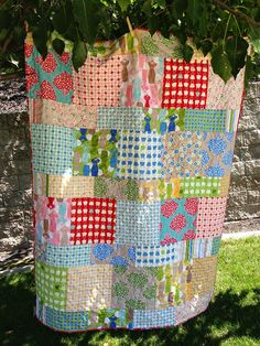 A Super Easy Quilt from Layer Cake Squares – Quilting Digest – Qquilting 2020 Layer Cake Quilt Patterns, Layer Cake Quilts, Easy Quilt Patterns, Layer Cakes, Quilting Blogs, Quilting Projects, Sewing Projects, Mermaid Quilt, Big Block Quilts