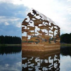 Walden Raft is a cabin offering seclusion in the middle of a French lake