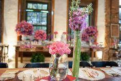 Casamento rústico: Kelly e Fábio | http://www.blogdocasamento.com.br/cerimonia-festa-casamento/decoracao-festa-igreja/casamento-rustico-kelly-fabio/