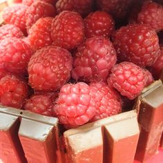#ValentinesBreakTips no2: Add fresh fruit! We decided on Raspberries for our cake.