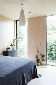 Soverom i en grønn oase Bedroom Ideas For Small Rooms Women, Bedroom Sets For Sale, Small Room Bedroom, Home Bedroom, Bedroom Wall, Bedroom Decor, Calm Bedroom, Bedroom Lamps, Wall Lamps
