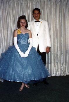 prom: it's vintage. Vintage Prom, Vintage Dresses, Vintage Outfits, Retro Vintage, Prom Photos, Prom Pictures, 1960s Fashion, Vintage Fashion, Vintage Style