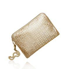 Sezonun modası altın rengi ve püsküller #oriflame goldie el çantası ve şalda buluştu. http://www.oriflamekatalogum.com/goldie-el-cantasi-ve-sal.html