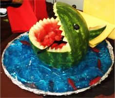 I love when people get crafty with fruits and veggies. A watermelon Shark is so much fun for a of July BBQ, beach or pool party! Blue Jello, Pool Party Kids, Luau Party, Beach Party, Shark Party, Aloha Party, Eid Party, Water Party, Party Fun
