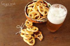 Tradiționali și foarte savuroși, covrigii sunt printre cele mai îndrăgite gustări sau aperitive românești, fie că sunt covrigi opăriți, covrigi pufoși sau fragezi, covrigi cu chimion sau cu cașcaval....
