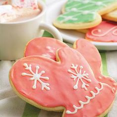We think these #mittens #sugarcookies are as cute as they come! Get the recipe here: #Christmascookies #holidaybaking