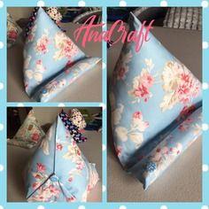 Coussin pour tablette - téléphone - livres - **bleu et rose**