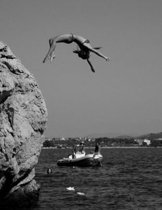 Vintage girl black and white photography cliff jumping on water cool bikini Summer Of Love, Summer Fun, Photography Beach, Fashion Photography, Black White, Photos, Pictures, Belle Photo, Black And White Photography