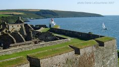Charles Fort in Kinsale, Co. Kerry, Ireland Been there.loved that Cork City, Ireland Homes, Cottages By The Sea, County Cork, Irish Eyes, Republic Of Ireland, Emerald Isle, Study Abroad, Old Town